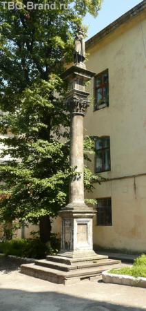 У Армянского собора.