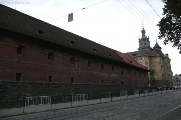 Городской арсенал (он же - цитадель).