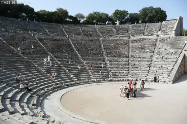 Знаменитый амфитеатр в Эпидавре