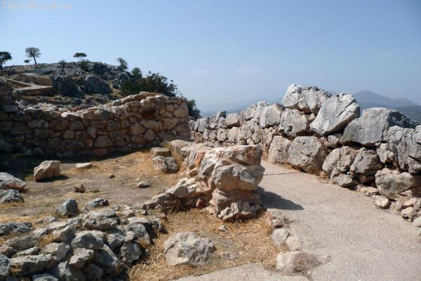 Камни - с человеческий рост величиной. Высота стен - 13 метров!