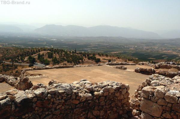 Вот оно - древнее царство микенских правителей...