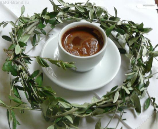 А вот и олимпийская чашка кофе - здесь венок служит украшением!