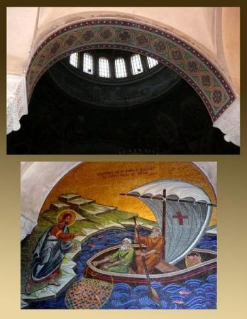 Стены украшены мозаикой в византиском стиле.