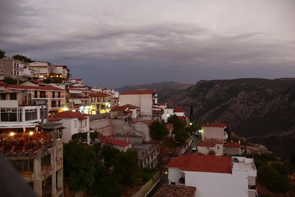 Вид из номера. Шикарно - городок Дельфы на склонах Парнаса.