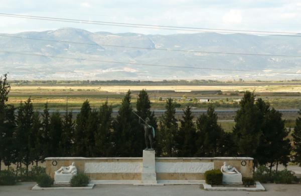 Памятник царю Леониду и спартанцам.