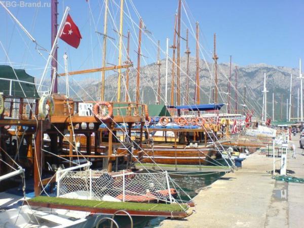 Яхты в порту Кемера