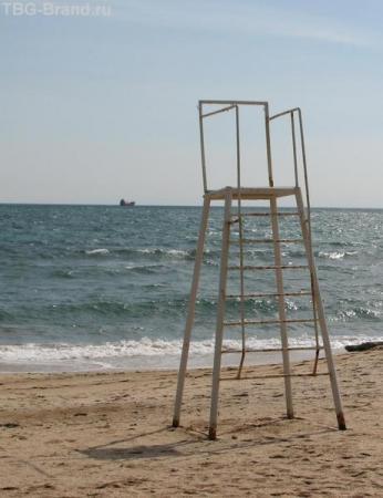 Феодосийское побережье. Общественный пляж в марте
