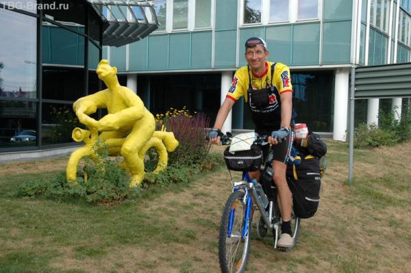 Велосипедист и его памятник