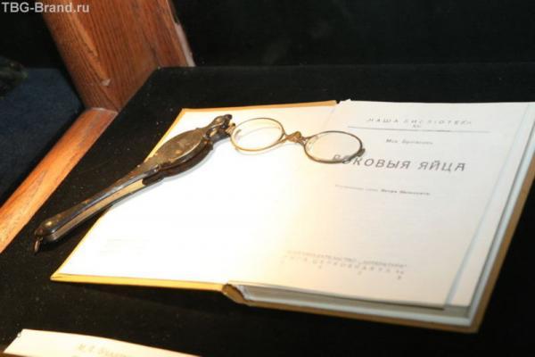 Повесть «Роковые яйца» была написана в 1924г, а опубликована в 1925 году, вначале в сокращённом виде в журнале «Красная панорама» № 19–22, 24, причём в № 19–21 она носила название «Луч жизни» и только в № 22, 24 приобрела известное теперь всем название