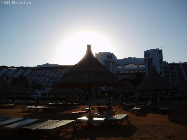 солнце спряталось в отеле