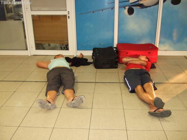 кипрский аэропорт - ожидание рейса