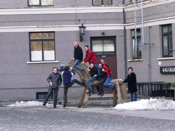 Все на одного коня, выбирай добрамолодца))