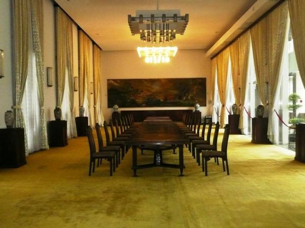 Залы Дворца восстания