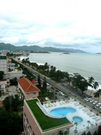 вид с отеля на побережье