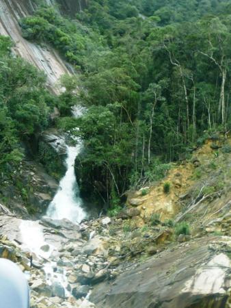 очень много водопадов