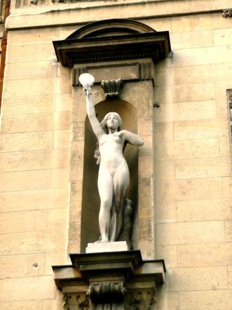 Скульптура на здании