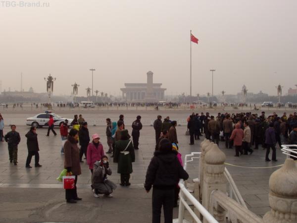 Площадб перед дворцом, самая большая в мире