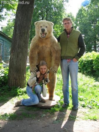 А потом иностранные туристы говорят, что в России по улицам медведи гуляют.
