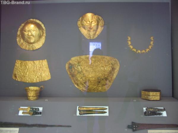 """Шлиман раскопал прекрасно сохранившуюся золотую посмертную маску Когда археолог нашел ее, он немедленно послал греческому королю телеграмму со словами: """"Я смотрю в лицо Агамемнону"""". Увы, Шлиман ошибался, впоследствии выяснилось, что маска принадлежала дру"""