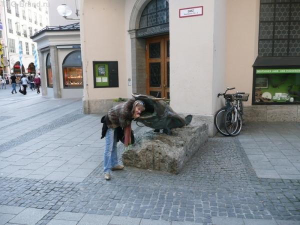 Одна из скульптур