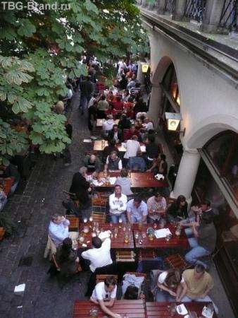 Самой знаменитой пивной Мюнхена считается Хофбройхаус, которой более 400 лет.