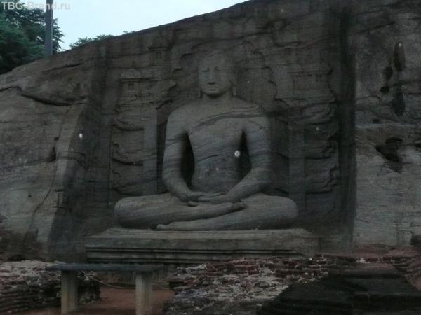 Один из четырёх будд храма