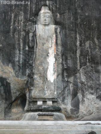 Будда высеченный в скале