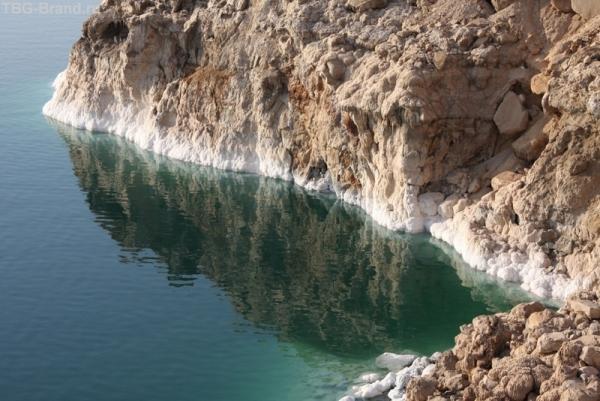 Думали и море такое же грязное.?? В Иордании мёртвое море такое....нереальное
