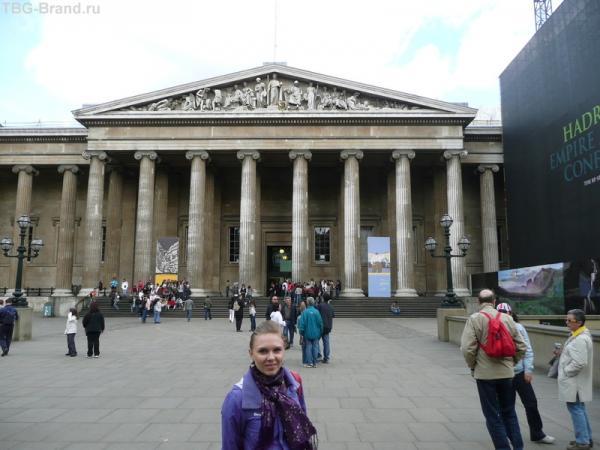Перед входом в музей