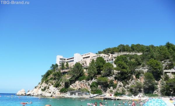 Отель в скале