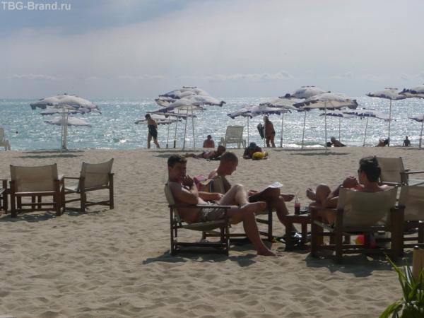 Отдыхающие на побережье Варны