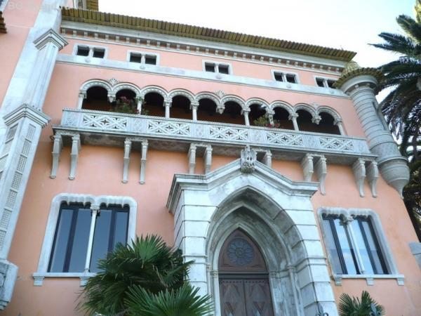 Архитектура симпатичная, всё же излюбленное место аристократов