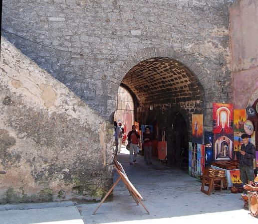 Эс-суйра - город музыкантов и художников