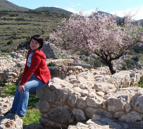 Цветущий миндаль в Микенах