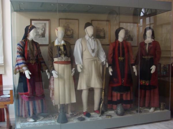 Национальные костюмы.
