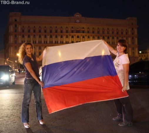 Оля Сергунина и я(Малибу) на Лубянке. В ночь после победы России в четвертьфинале.