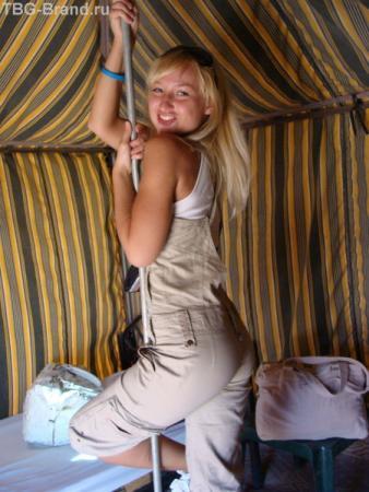Мася и шест в палатке ))