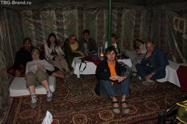 а это уже вечером в палатке, Азрак - снова вместе ))) (фотка от Aleksandrina.com)