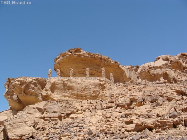 Балкончик в горах над кемпингом Джабель Рам.