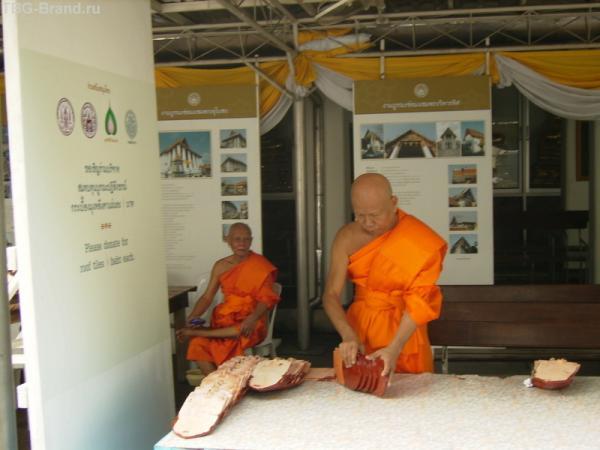 Монахи  продают черепицу