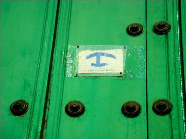 Тринидад. Знак, обозначающий, что дом сдается иностранцам