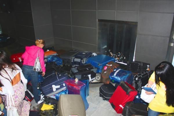 Так выдают в Греции багаж
