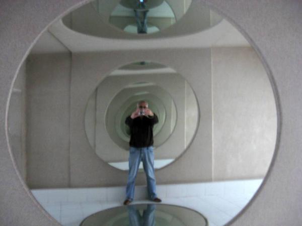 Мир в Музее зеркал
