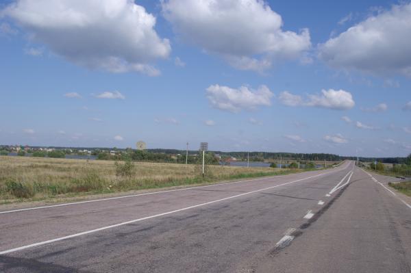 Слева Калязин, справа дорога на Углич