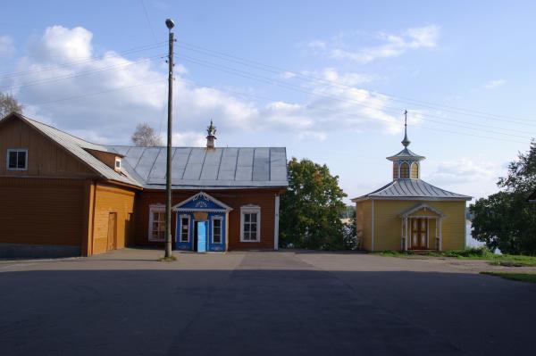 Во дворе музея валенок