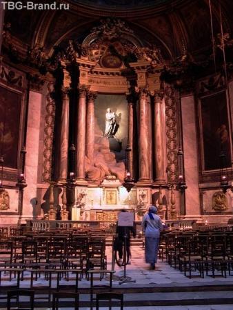Внутри церкви Сен-Сюльпис