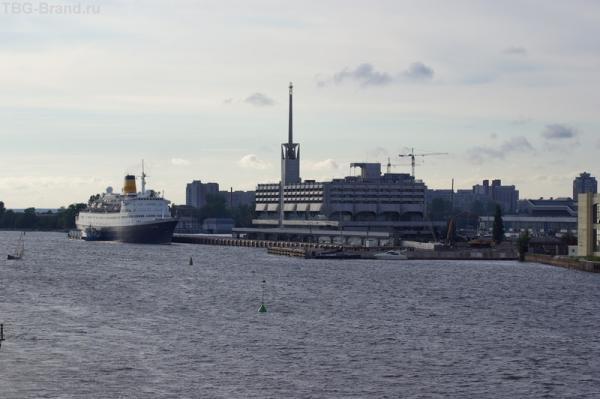 Морской вокзал Питера - позади