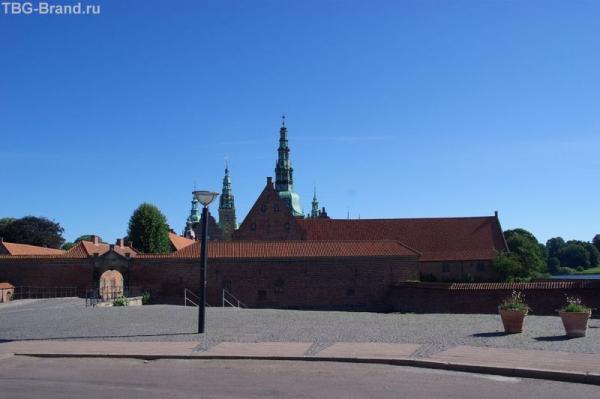 Перед королевским замком