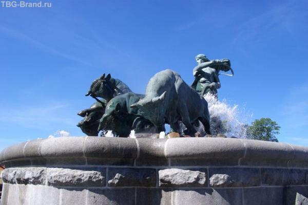 Знаменитый фонтан Гефион