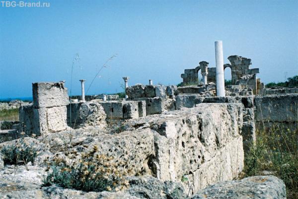Саламис. Церковь Campana Petra